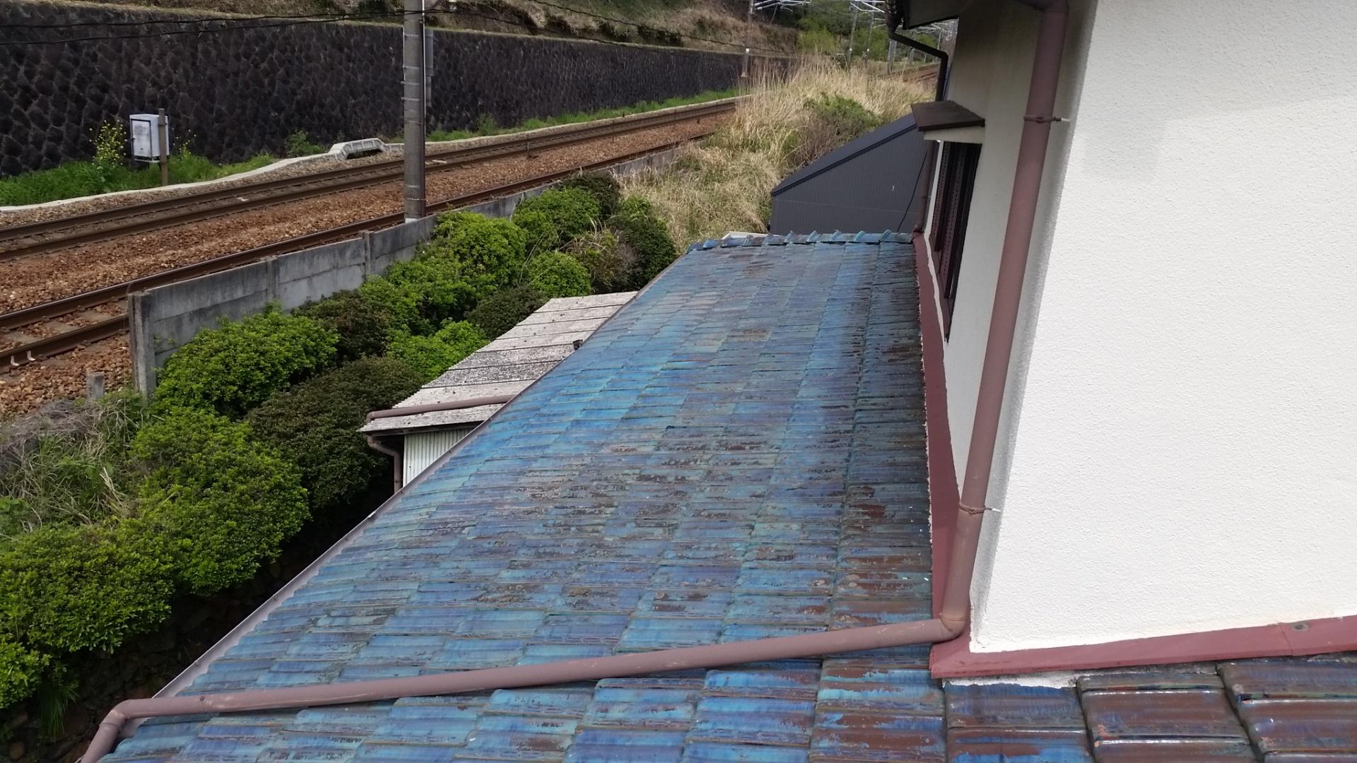 釉薬瓦の屋根全体の写真