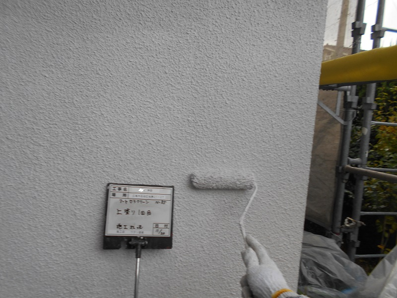 広島市佐伯区にて外壁塗装工事 外壁塗装の上塗りを行いました