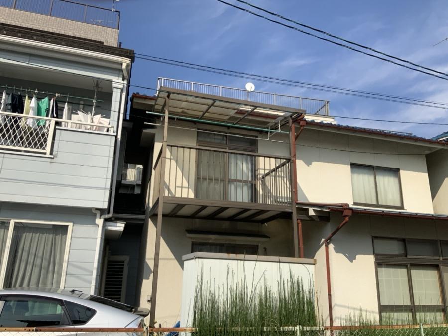 広島市にて台風によるベランダ波板の被害の現地調査