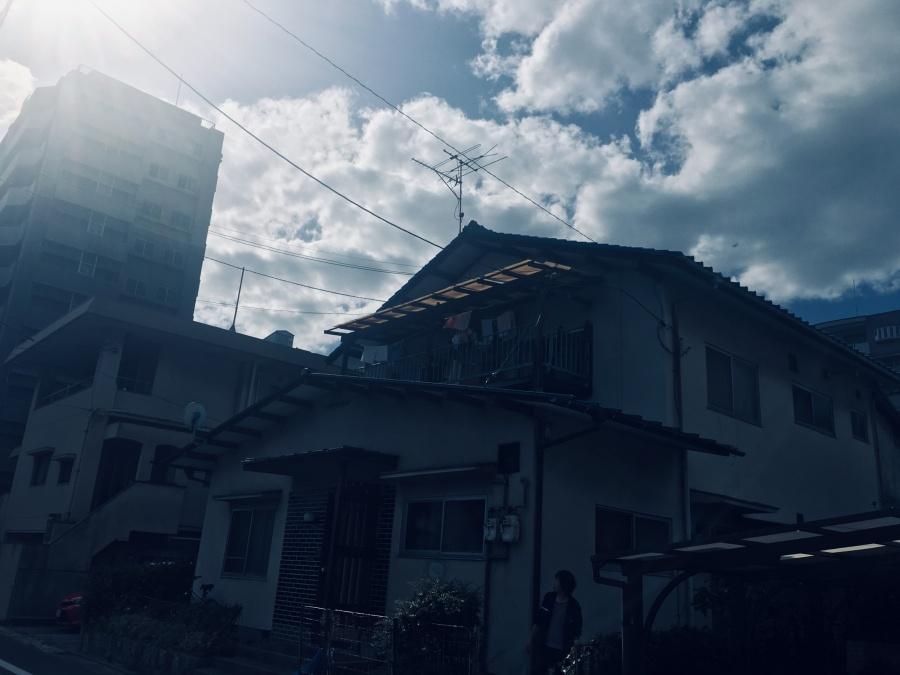 広島市西区にて台風の影響でベランダの波板が破損し現地調査