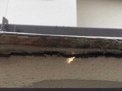 軒先塗装の亀裂
